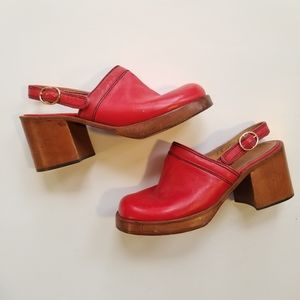 VINTAGE CHANDLERS Red Leather Block Heel Clogs